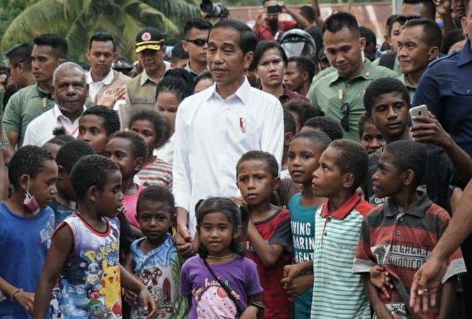 https: img-k.okeinfo.net content 2019 04 01 340 2037929 anak-anak-jayapura-minta-jokowi-betulkan-sekolah-yang-diterjang-banjir-bandang-YsTFIh4n4R.jpg