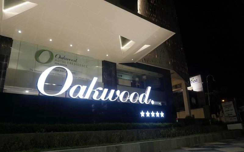 https: img-k.okeinfo.net content 2019 04 01 406 2037918 oakwood-hotel-residence-surabaya-resmi-bersertifikasi-bintang-5-pfhyjUdUCS.jpg