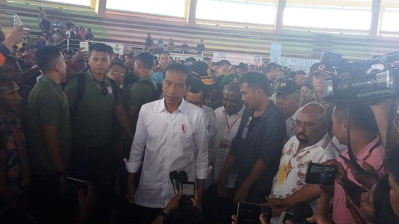 https: img-k.okeinfo.net content 2019 04 01 470 2037750 presiden-jokowi-minta-rumah-warga-di-sentani-direlokasi-ng79277Fl4.jpg