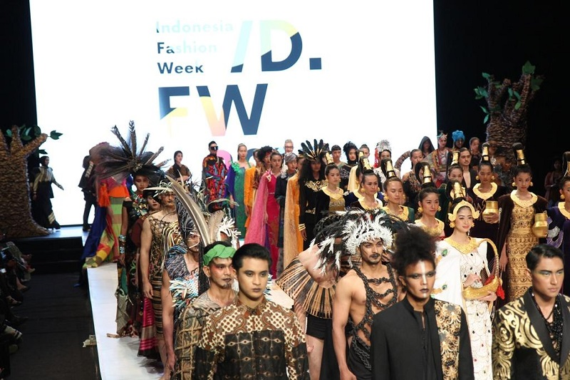 https: img-k.okeinfo.net content 2019 04 02 194 2038206 mnc-play-berkontribusi-dalam-kemajuan-industri-fashion-indonesia-melalui-ifw-2019-3Lbqda8W3y.jpg