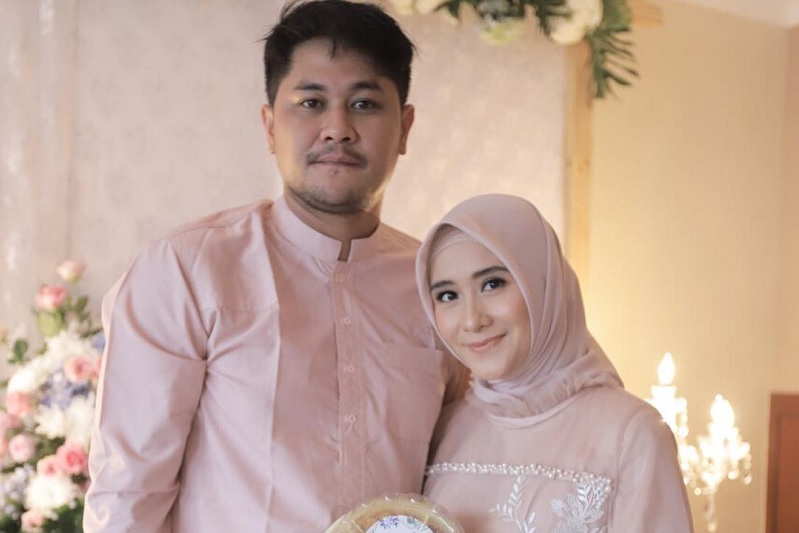 https: img-k.okeinfo.net content 2019 04 03 33 2038481 dapat-hadiah-tas-dari-suami-ryana-dea-speechless-pcf09bwath.jpg