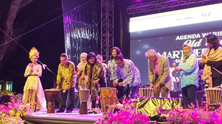 https: img-k.okeinfo.net content 2019 04 03 406 2038542 pengunjung-festival-wonderful-indonesia-di-malaysia-capai-350-ribu-orang-ZrNCqWg0M2.jpg