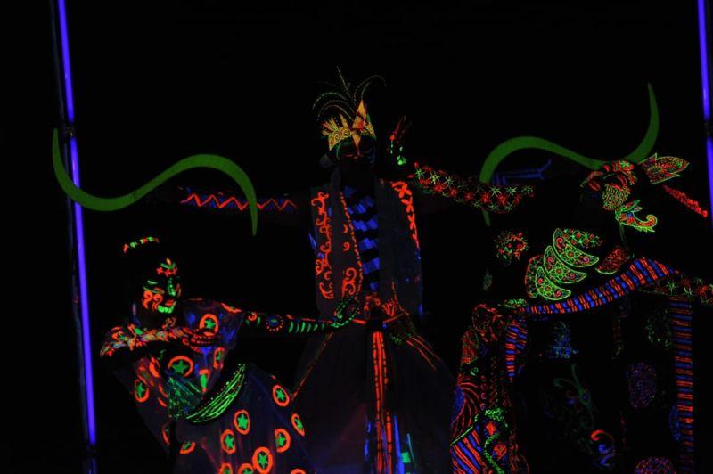 https: img-k.okeinfo.net content 2019 04 03 406 2038585 pikat-generasi-milenial-bangka-culture-wave-2019-suguhkan-pertunjukan-glow-in-nusantara-AK6iZWvJdw.jpg