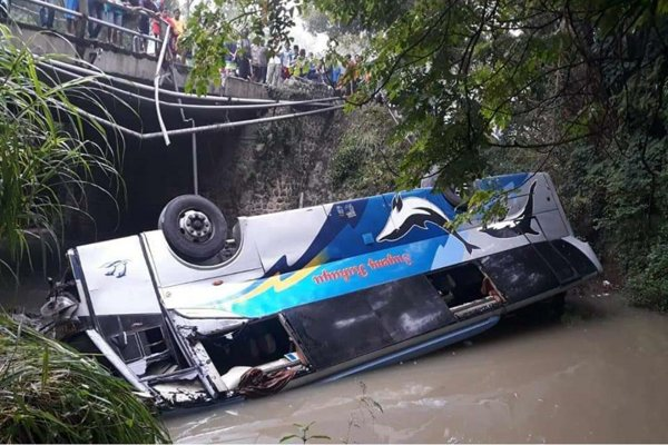https: img-k.okeinfo.net content 2019 04 03 519 2038586 bus-sugeng-rahayu-terjun-ke-sungai-ini-identitas-2-korban-tewas-VNkqW1qQkP.jpg