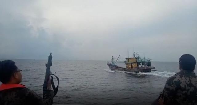 https: img-k.okeinfo.net content 2019 04 04 337 2038845 kkp-kembali-tangkap-2-kapal-asing-kali-ini-berbendera-malaysia-4qwB2Fpkil.jpg