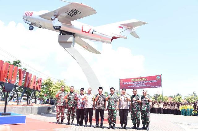 https: img-k.okeinfo.net content 2019 04 06 512 2039913 panglima-tni-monumen-pesawat-mig-17-fresco-bukti-sejarah-perjuangan-bangsa-indonesia-L1iy6YBbc1.jpg