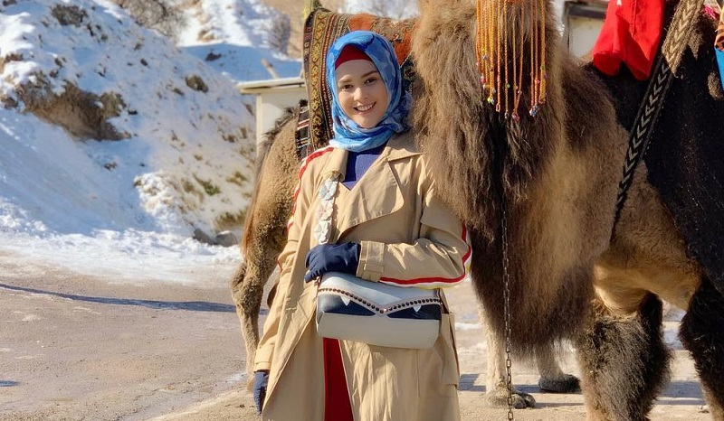 https: img-k.okeinfo.net content 2019 04 08 33 2040784 bisnis-hijab-cara-cut-meyriska-agar-konsisten-hijrah-sWeJfnjDVr.jpg