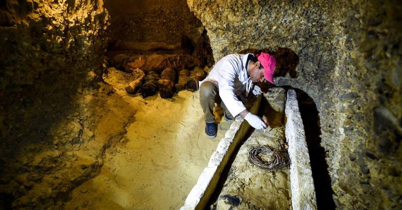 https: img-k.okeinfo.net content 2019 04 08 56 2040648 peneliti-temukan-makam-berisi-40-mumi-berusia-ribuan-tahun-jta6gI9Go8.jpg