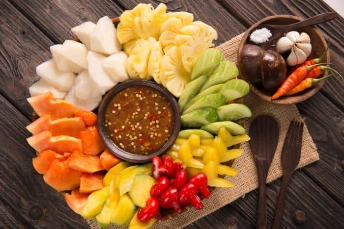 https: img-k.okeinfo.net content 2019 04 10 481 2041740 nutrisi-rujak-camilan-sehat-favorit-orang-indonesia-yang-segar-di-mulut-AdhGDwFkLt.jpg