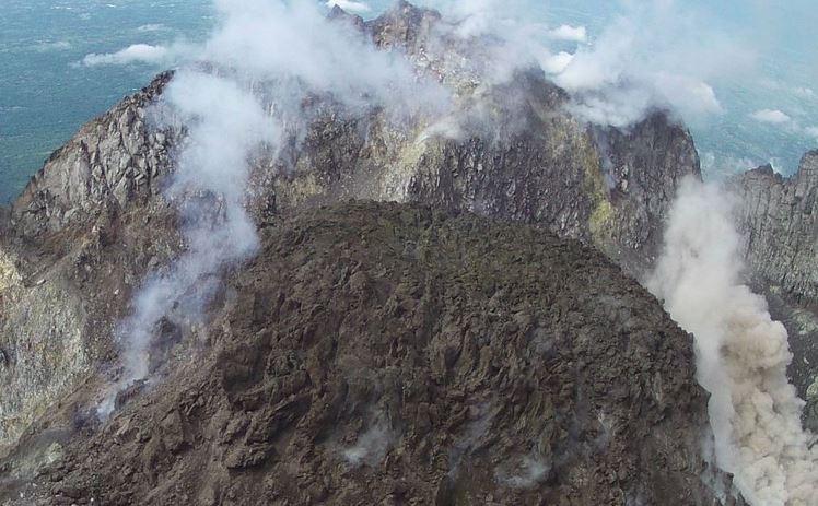 https: img-k.okeinfo.net content 2019 04 11 512 2041859 gunung-merapi-muntahkan-awan-panas-sejauh-1-kilometer-Qe5AMwTMhU.JPG