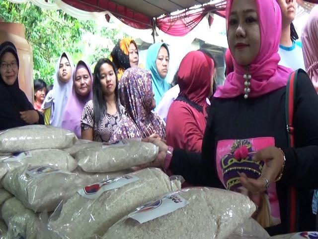 https: img-k.okeinfo.net content 2019 04 12 338 2042716 caleg-perindo-gelar-bazar-murah-dan-serap-aspirasi-warga-di-jakut-05gerB6Apj.jpg