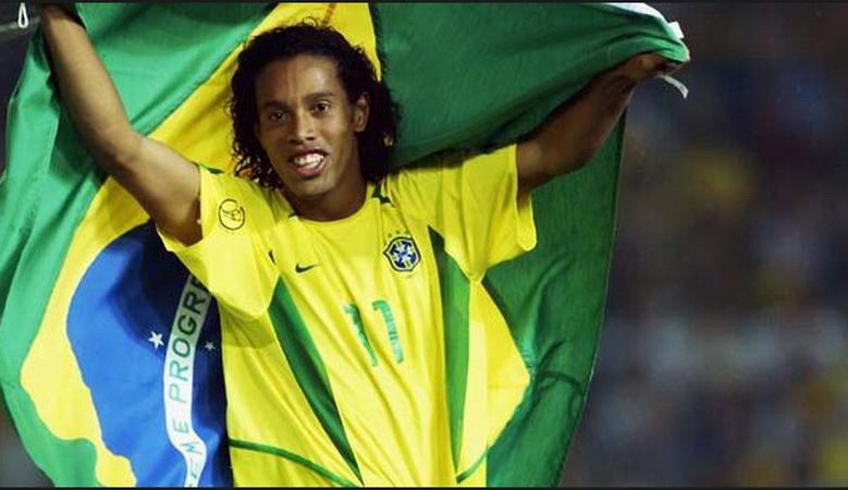 https: img-k.okeinfo.net content 2019 04 12 51 2042614 ronaldinho-jadi-tokoh-penting-saat-brasil-juara-piala-dunia-2002-eInDUUYfyA.jpg