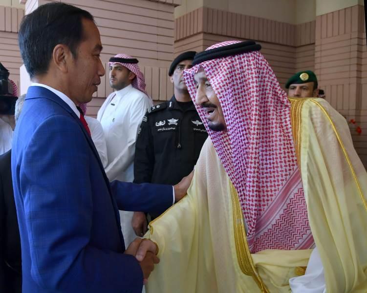 https: img-k.okeinfo.net content 2019 04 14 337 2043480 raja-salman-saya-senang-presiden-jokowi-bisa-memenuhi-undangan-saya-ZTH6hcwhjy.jpeg
