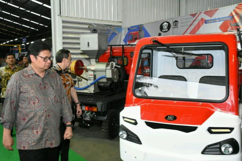 https: img-k.okeinfo.net content 2019 04 15 15 2043874 indonesia-siap-ekspor-mobil-desa-buatan-anak-bangsa-dlAchcV5VD.jpg
