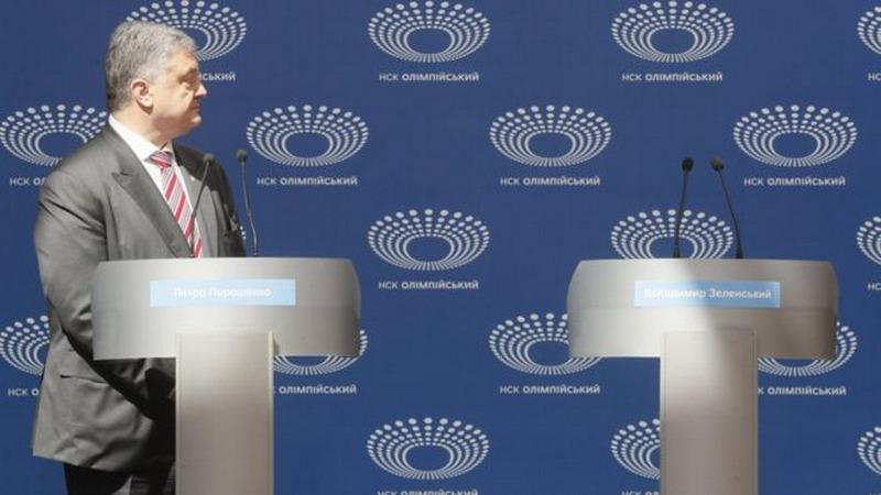 https: img-k.okeinfo.net content 2019 04 15 18 2043758 lawan-tak-hadir-presiden-ukraina-berdebat-dengan-podium-kosong-hmH49pcIHp.jpg