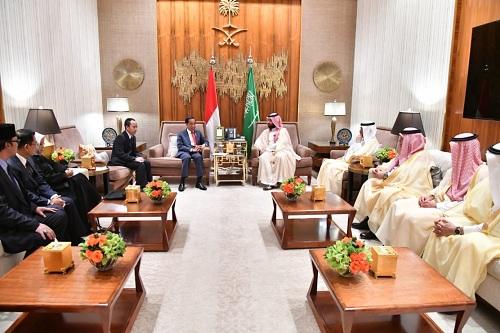 https: img-k.okeinfo.net content 2019 04 15 20 2043590 putra-mahkota-kerajaan-saudi-hargai-pertumbuhan-ekonomi-ri-NhzepeJp2F.jpeg