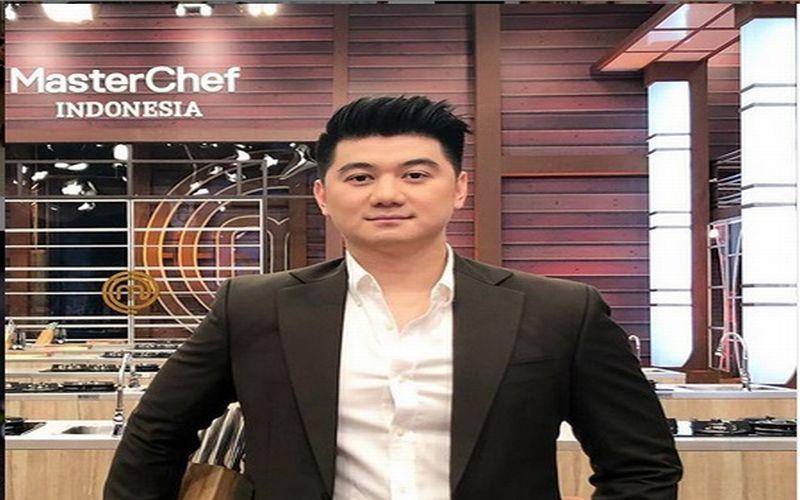 https: img-k.okeinfo.net content 2019 04 15 298 2043821 sederet-jawaban-konyol-chef-arnold-bikin-netizen-makin-jatuh-cinta-wZNSrNteih.jpg