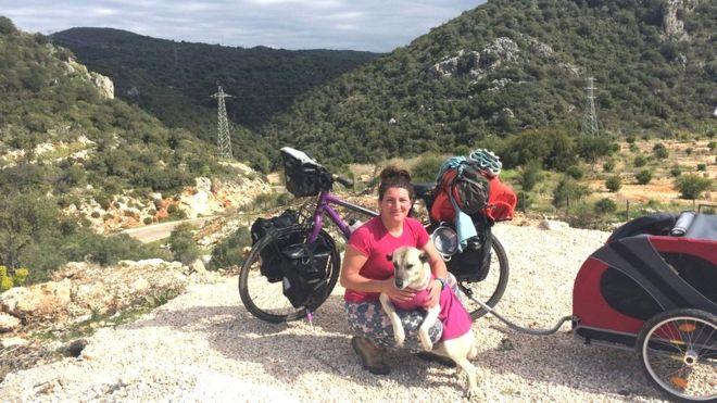 https: img-k.okeinfo.net content 2019 04 15 406 2043818 pesepeda-wanita-ini-diselamatkan-hidupnya-oleh-anjing-jalanan-67YJejdEq0.jpg