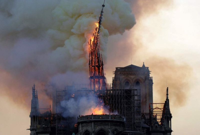 https: img-k.okeinfo.net content 2019 04 16 18 2043992 gereja-notre-dame-terbakar-saat-sedang-direnovasi-ZlKALZ4gRQ.jpg