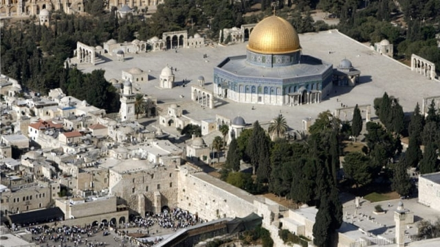 https: img-k.okeinfo.net content 2019 04 16 18 2044112 masjid-al-aqsa-di-yerusalem-kebakaran-RA6paauPcR.jpg