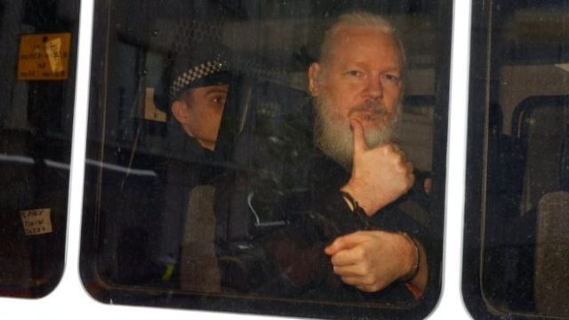 https: img-k.okeinfo.net content 2019 04 16 18 2044161 ekuador-mendapat-40-juta-serangan-siber-pasca-penangkapan-pendiri-wikileaks-julian-assange-487Trb8B36.jpg
