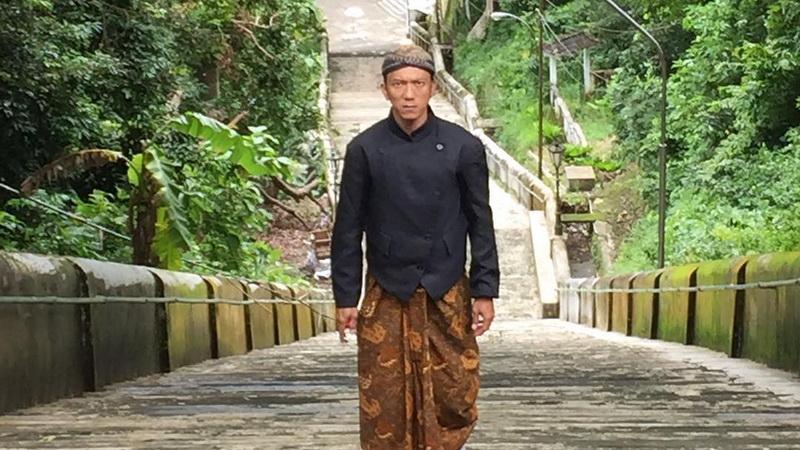 https: img-k.okeinfo.net content 2019 04 16 206 2043960 teuku-rifnu-wikana-ingin-industri-film-indonesia-terus-berbenah-F3lnmUhfK3.jpg