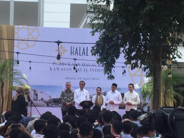 https: img-k.okeinfo.net content 2019 04 16 337 2044133 resmikan-halal-park-jokowi-umumkan-indonesia-peringkat-satu-wisata-halal-dunia-SiKanieEUI.jpg