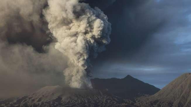 https: img-k.okeinfo.net content 2019 04 17 512 2044507 hari-pencoblosan-gunung-merapi-semburkan-awan-panas-jNEbgsVDT9.jpg