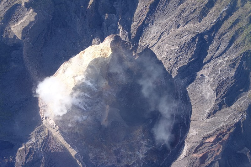 https: img-k.okeinfo.net content 2019 04 18 244 2045064 gunung-agung-dilanda-14-kali-gempa-hingga-pagi-tadi-pcPrgE5YQ4.jpg
