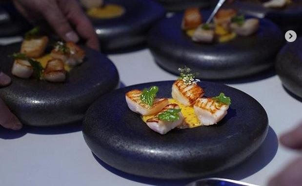 https: img-k.okeinfo.net content 2019 04 18 298 2045360 resmi-buka-restoran-asli-asia-gordon-ramsay-malah-ribut-eNuyf4b5G4.jpg