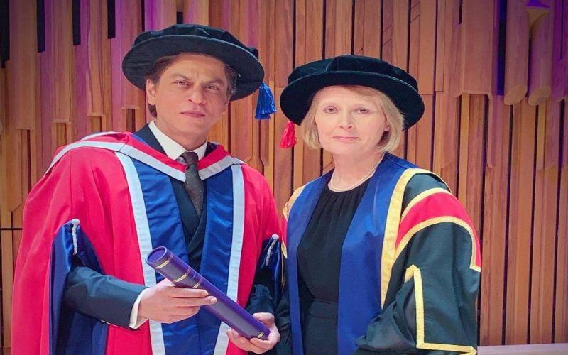 https: img-k.okeinfo.net content 2019 04 19 33 2045524 shah-rukh-khan-raih-gelar-doktor-honoris-causa-dari-kampus-inggris-S2gmGZucl6.jpg