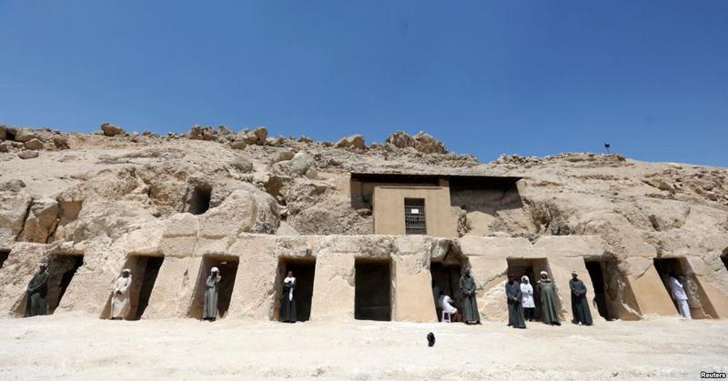 https: img-k.okeinfo.net content 2019 04 19 56 2045605 arkeolog-temukan-makam-kerajaan-berusia-3-500-tahun-di-mesir-CNitVNGsYA.jpg