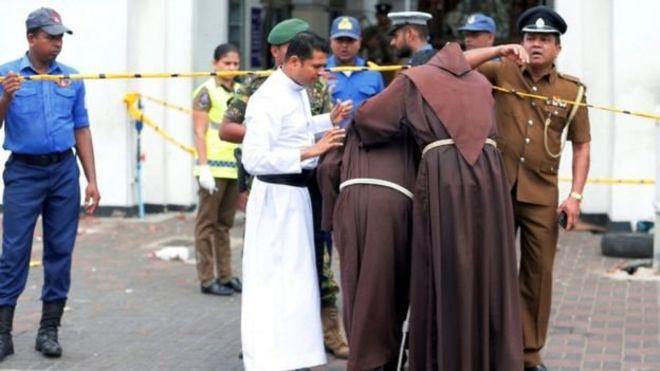 https: img-k.okeinfo.net content 2019 04 21 18 2046101 137-orang-tewas-dalam-serangan-bom-gereja-di-sri-lanka-saat-perayaan-paskah-8hf8yjerZf.jpg
