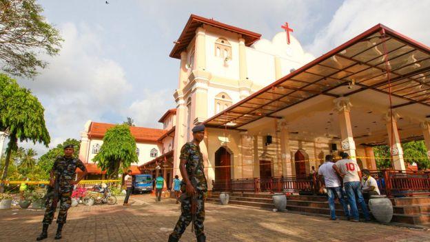 https: img-k.okeinfo.net content 2019 04 22 18 2046267 sri-lanka-berlakukan-jam-malam-pasca-serangan-bom-di-gereja-dan-hotel-nCBuKbSdQf.jpg
