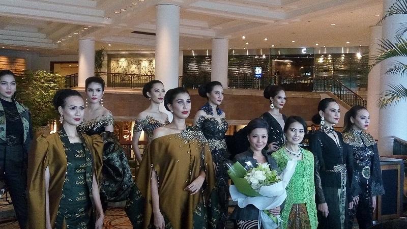 https: img-k.okeinfo.net content 2019 04 22 194 2046648 lama-terjun-di-dunia-fesyen-maya-ratih-dapat-gelar-kartini-masa-kartini-vfsFCWvmWV.jpg