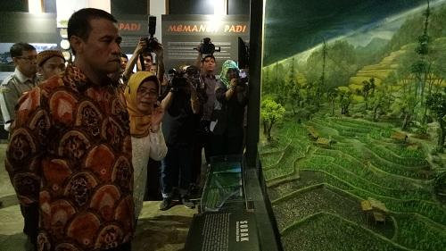https: img-k.okeinfo.net content 2019 04 22 320 2046560 mentan-resmikan-museum-pertanian-pertama-ri-2QyV5w7Vo8.jpg