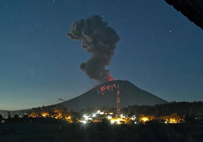 https: img-k.okeinfo.net content 2019 04 22 337 2046457 pvmbg-jelaskan-kondisi-gunung-agung-pasca-erupsi-cJLdjpYKBU.jpg