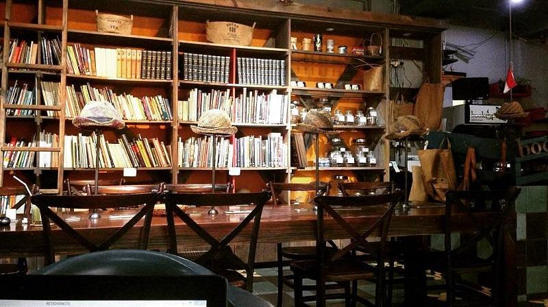 https: img-k.okeinfo.net content 2019 04 23 298 2046985 5-rekomendasi-cafe-dan-coffee-shop-untuk-baca-buku-di-jakarta-cozy-banget-qtzTYOe7bP.jpg