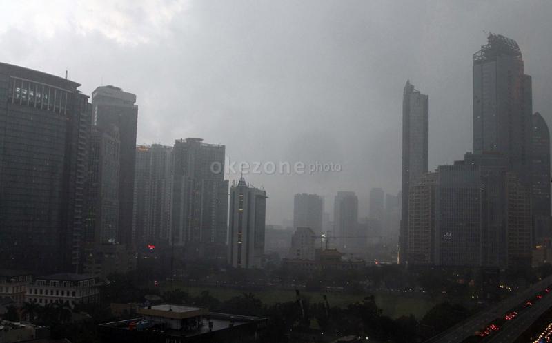 https: img-k.okeinfo.net content 2019 04 23 338 2046796 cuaca-jakarta-pagi-ini-diprediksi-berawan-siang-malam-hujan-ringan-9a7bxDfAj9.jpg