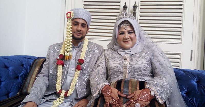 https: img-k.okeinfo.net content 2019 04 25 33 2047847 dhawiya-dan-suami-akan-honeymoon-ke-dubai-v4RoWEYUOV.jpg