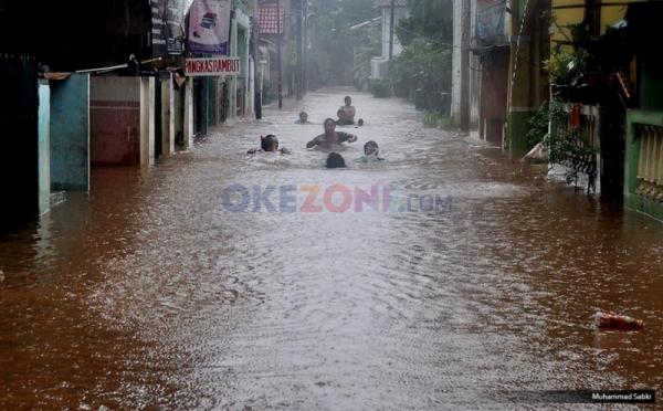 https: img-k.okeinfo.net content 2019 04 28 338 2048949 bpbd-dki-lokasi-banjir-berkurang-jadi-12-titik-tersebar-di-3-wilayah-N4ifgZBUQ7.jpg
