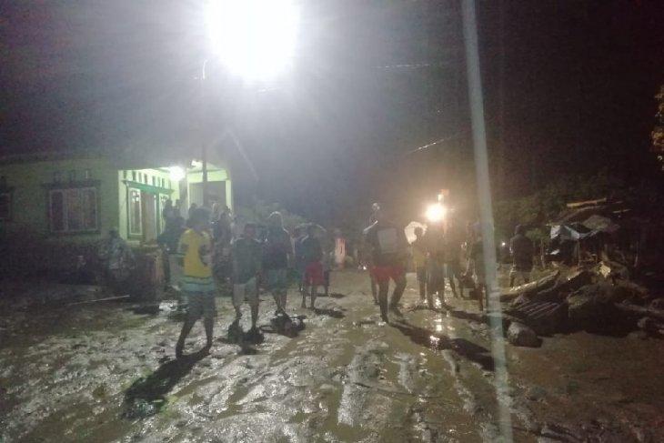 https: img-k.okeinfo.net content 2019 04 29 340 2049158 puluhan-rumah-warga-desa-balongga-sigi-rusak-diterjang-banjir-RRjXL5675d.jpg