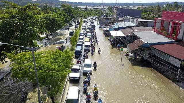 https: img-k.okeinfo.net content 2019 04 29 340 2049584 sejumlah-ruas-jalan-dan-permukiman-warga-sorong-dikepung-banjir-5KgZ3IBzcZ.jpg
