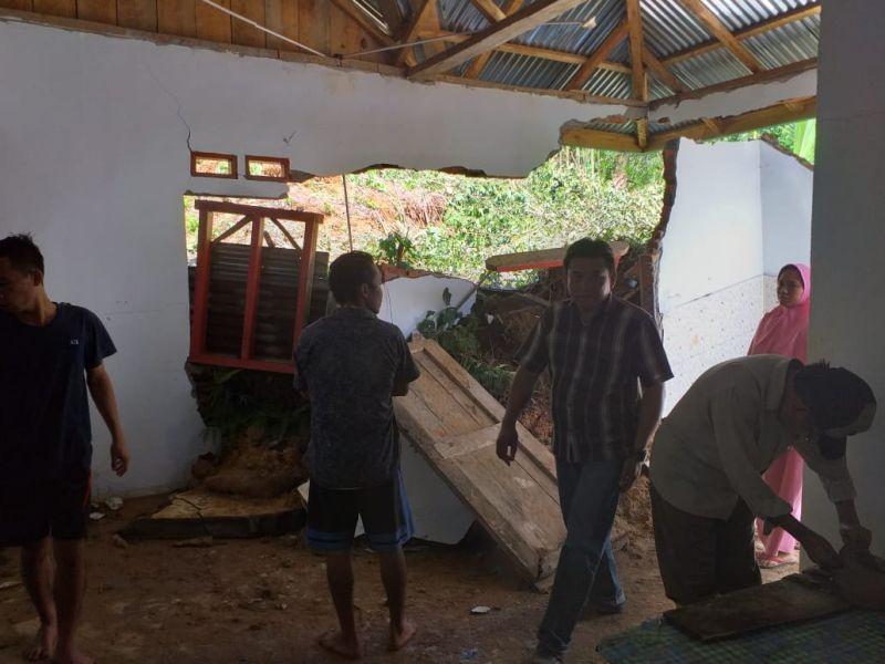 https: img-k.okeinfo.net content 2019 04 30 340 2049808 pemprov-bengkulu-tetapkan-status-tanggap-darurat-di-9-daerah-terdampak-banjir-0wVQpQ9PJV.jpg