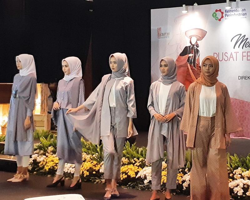https: img-k.okeinfo.net content 2019 05 01 194 2050356 indonesia-disiapkan-jadi-pusat-fashion-muslim-dunia-pada-2020-27t6nEEecb.jpg