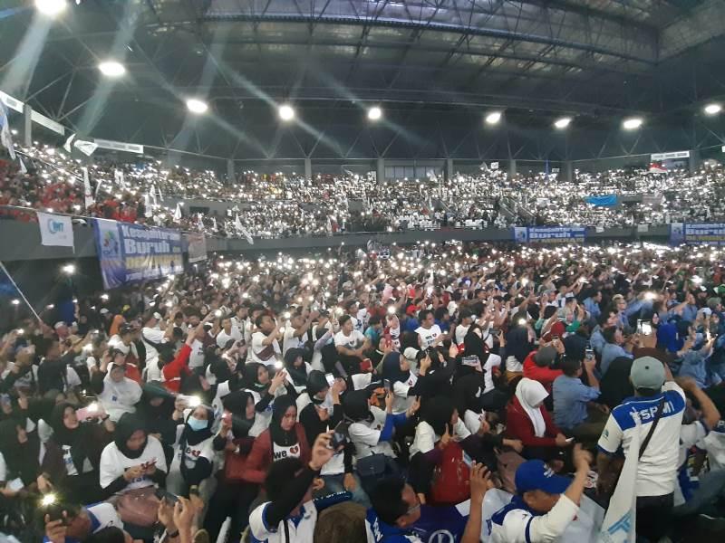 https: img-k.okeinfo.net content 2019 05 01 337 2050191 prabowo-tiba-di-aksi-may-day-kspi-massa-buruh-teriak-presiden-indonesia-GoMTTiVX5E.jpeg