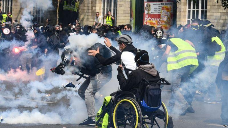 https: img-k.okeinfo.net content 2019 05 02 18 2050444 polisi-tembakan-gas-air-mata-ke-demonstran-may-day-di-paris-dlXB5jrO4g.jpg