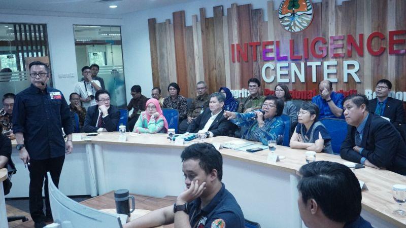 https: img-k.okeinfo.net content 2019 05 02 337 2050787 penegakan-hukum-yang-tegas-mampu-lindungi-hutan-indonesia-dari-pembalakan-dan-karhutla-E3sdxn1W3A.jpg