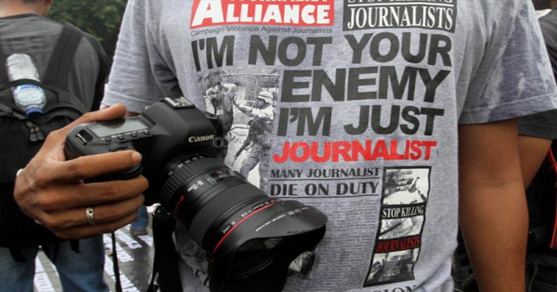 https: img-k.okeinfo.net content 2019 05 02 525 2050573 propam-periksa-polisi-yang-menganiaya-jurnalis-saat-may-day-di-bandung-ydidojDieM.jpg