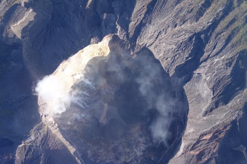 https: img-k.okeinfo.net content 2019 05 03 244 2051243 gunung-agung-kembali-erupsi-statusnya-masih-siaga-kt4teqXA4i.jpg